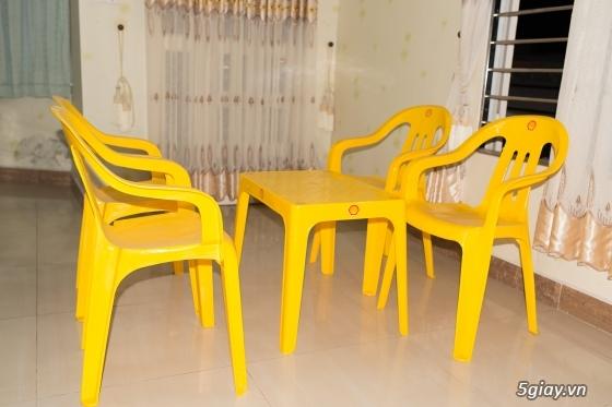 Dọn nhà thanh lý Nệm cao su Liên Á 1m6 x 2m x 10cm , Bộ ghế nhựa.