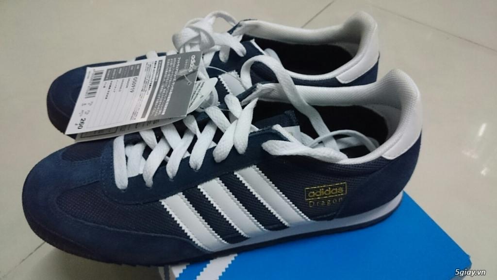 2/ Giày đá bóng Adidas, size 37, mới 100%. Bao test. Giá 400k đồng.