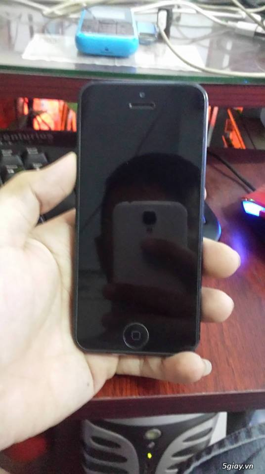 Cần bán 1 cặp iphone 5 trắng và đen 32gb