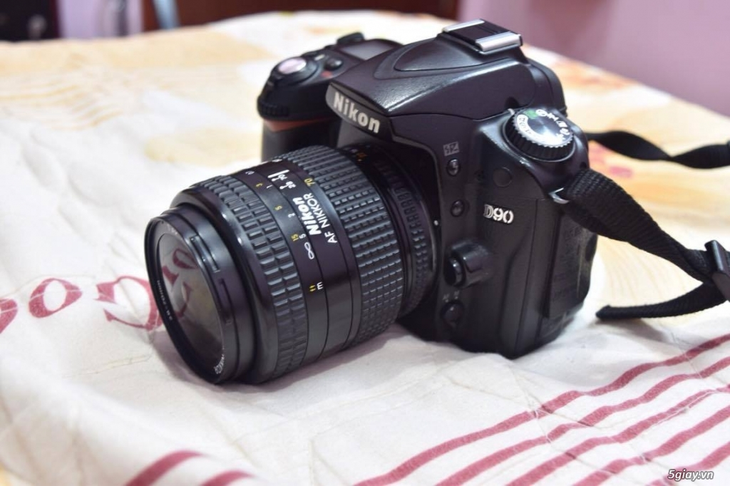 Bán nikon d90 kèm lens Nikon 28-70mm f/3.5-4.5