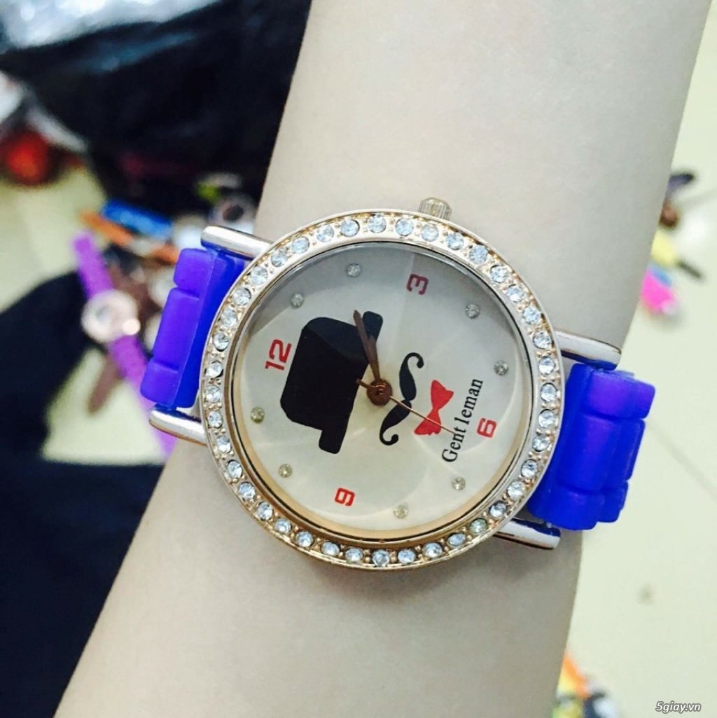 Zalo 0981662025. Đồng hồ  thời trang mới. giá sỉ 39k/cái. Có gần 200 kiểu . Web bansisaigon.com - 24