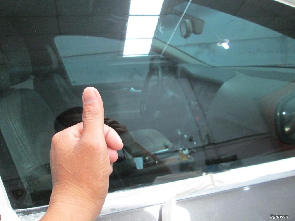 Em đánh bóng kính xe bị xước, lóa|Tẩy ố mốc kính xe tại Sài Gòn - 8