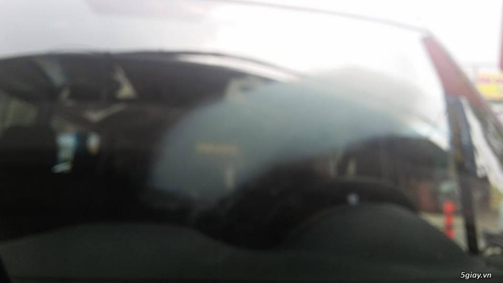 Em đánh bóng kính xe bị xước, lóa|Tẩy ố mốc kính xe tại Sài Gòn - 5