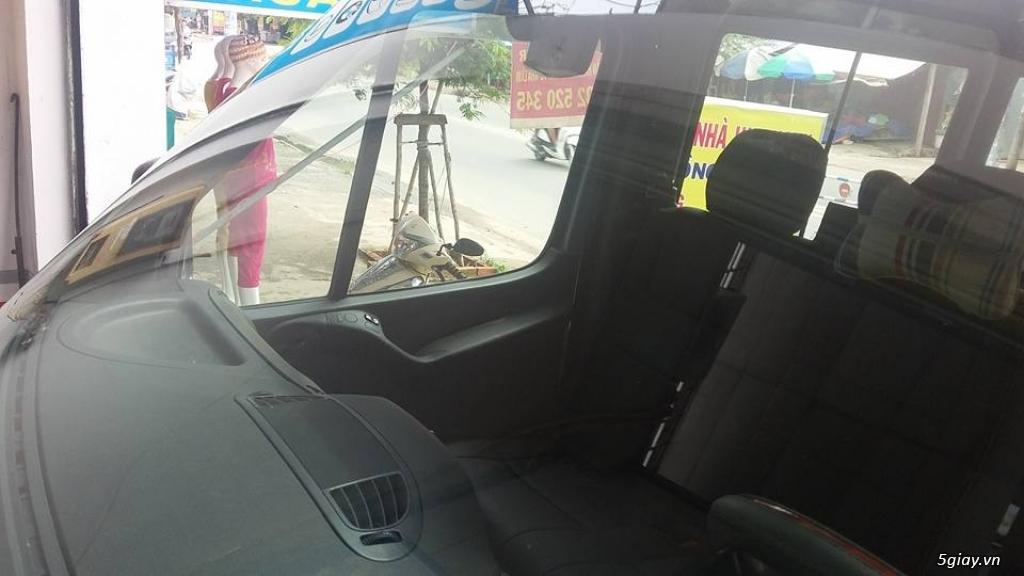 Em đánh bóng kính xe bị xước, lóa|Tẩy ố mốc kính xe tại Sài Gòn - 2