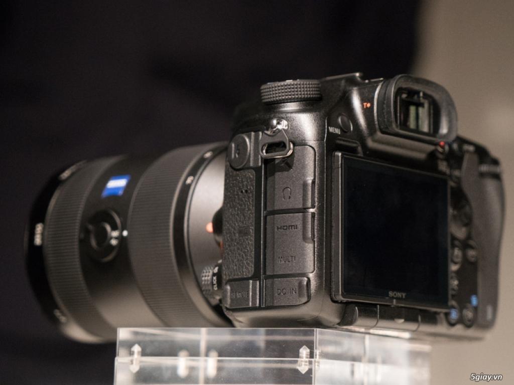 """Sony ra mắt máy ảnh DLSR 42 """"chấm"""" - 145334"""