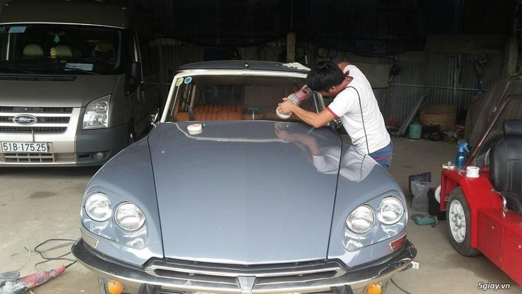 Em đánh bóng kính xe bị xước, lóa|Tẩy ố mốc kính xe tại Sài Gòn