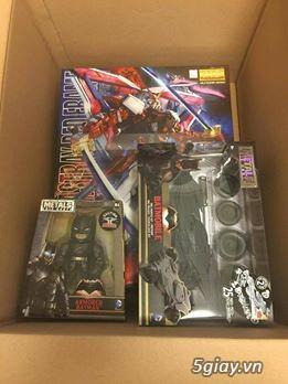 Gundam, Batman và xe mô hình
