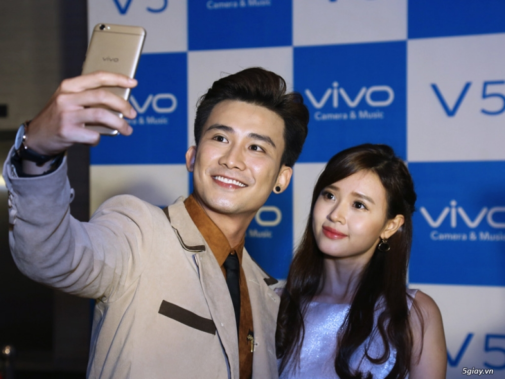 Ra mắt điện thoại Vivo V5 với camera trước 20MP giá 6 triệu đồng - 157061