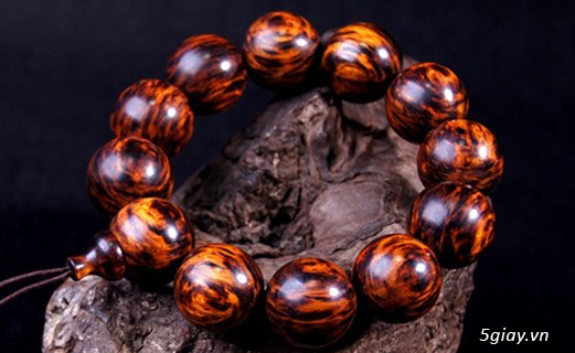 Vòng tay gỗ quý - càng đeo càng đẹp - 1