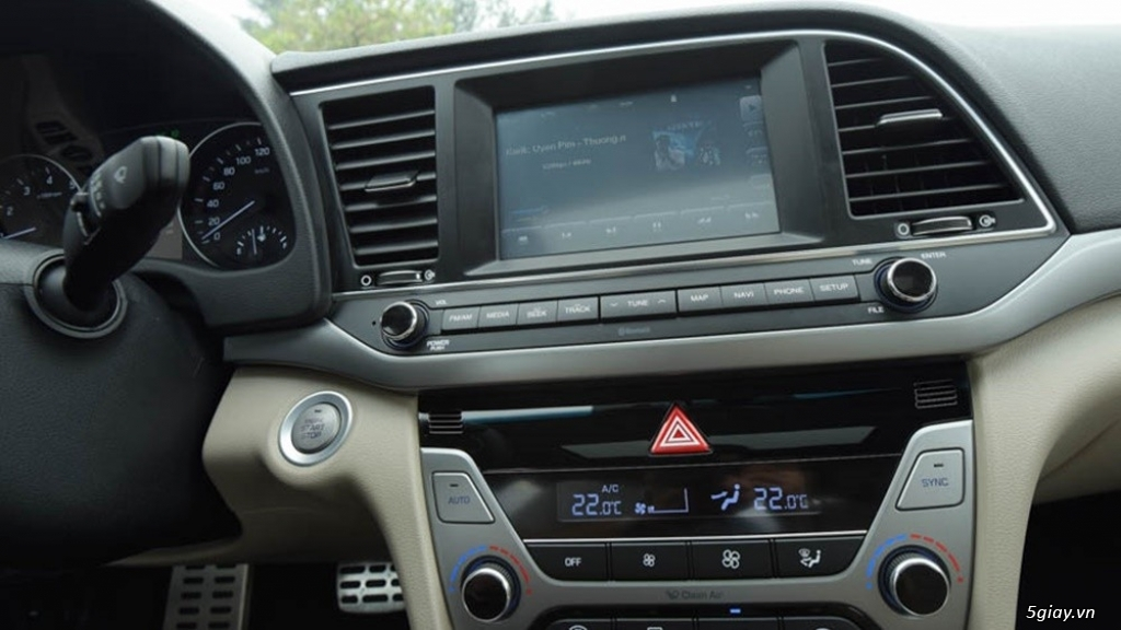 Hyundai Elantra 1.6AT Model 2016 - 1