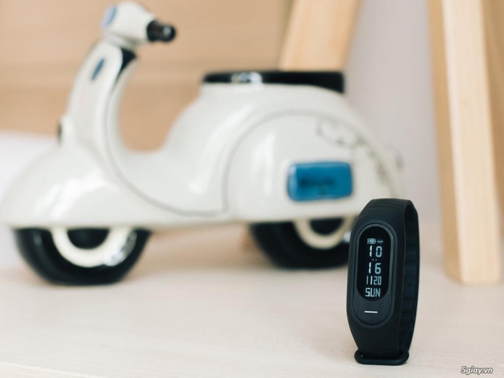 Ngắm Oppo F1s màu đen nhám với vòng tay thông minh H-Band - 159972
