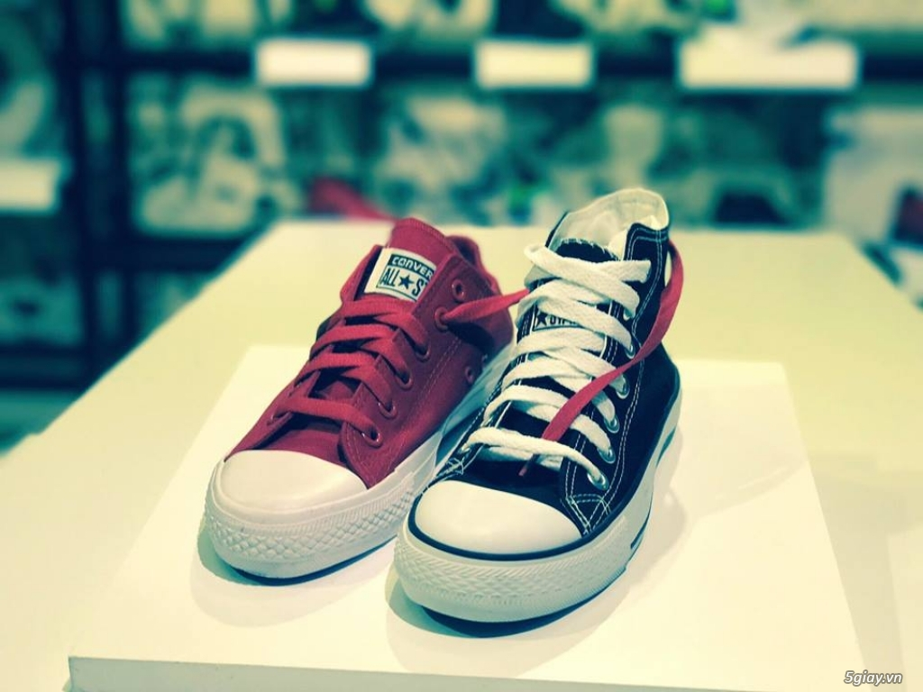 SMURFSHOES - Phân phối sỉ   lẻ các loại giày thể thao nam và nữ : Adidas, Nike, Converse, Vans ...