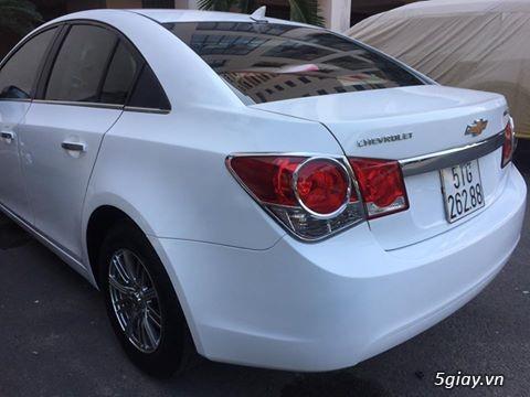 Chevrolet Cruze trắng sáng như Trinh