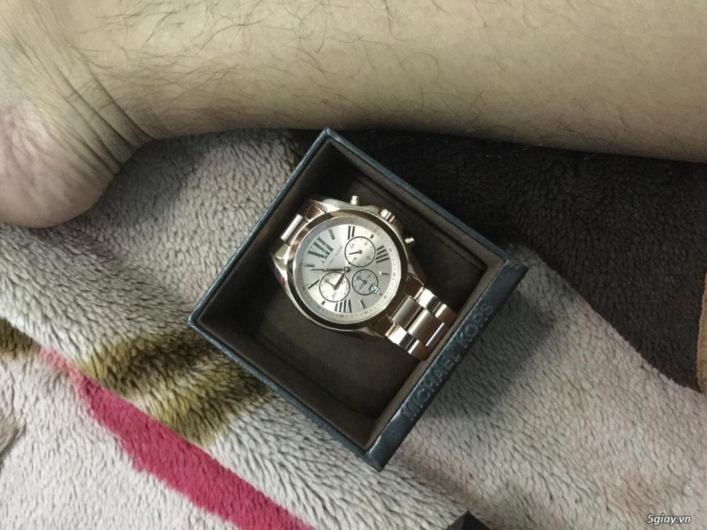 Cần bán 2 mẫu đồng hồ Nam hiệu Micheal Kors và Guess - 3