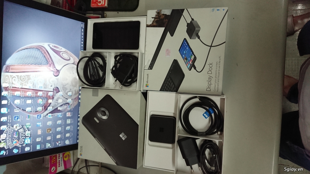Nokia 950 White Like New Full Box + Display Dock Like New Full Box