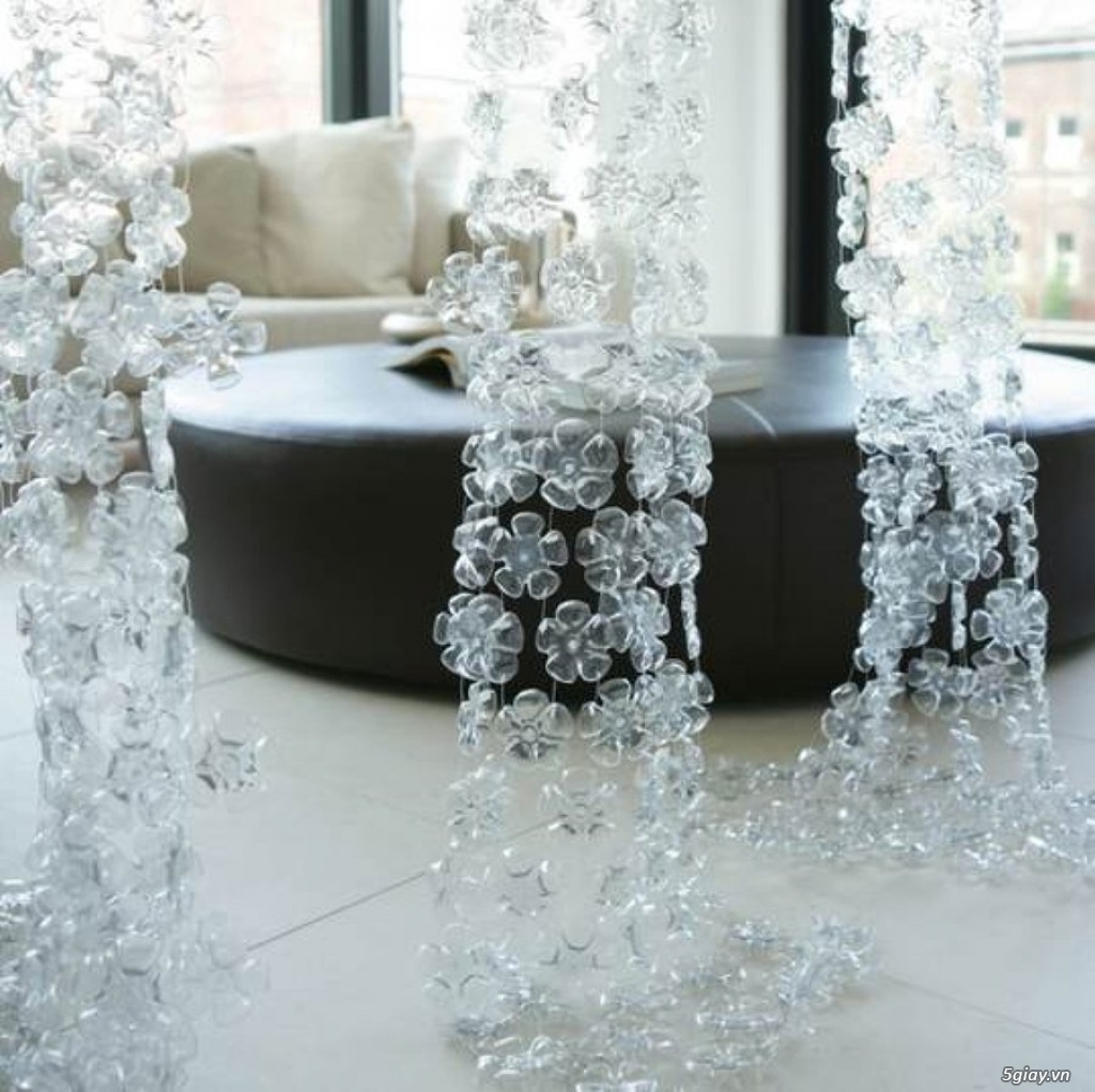 Trang trí nhà bằng chai nhựa vô cùng độc đáo - 210935