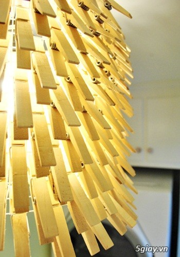 Chụp đèn độc đáo từ kẹp gỗ - 212499