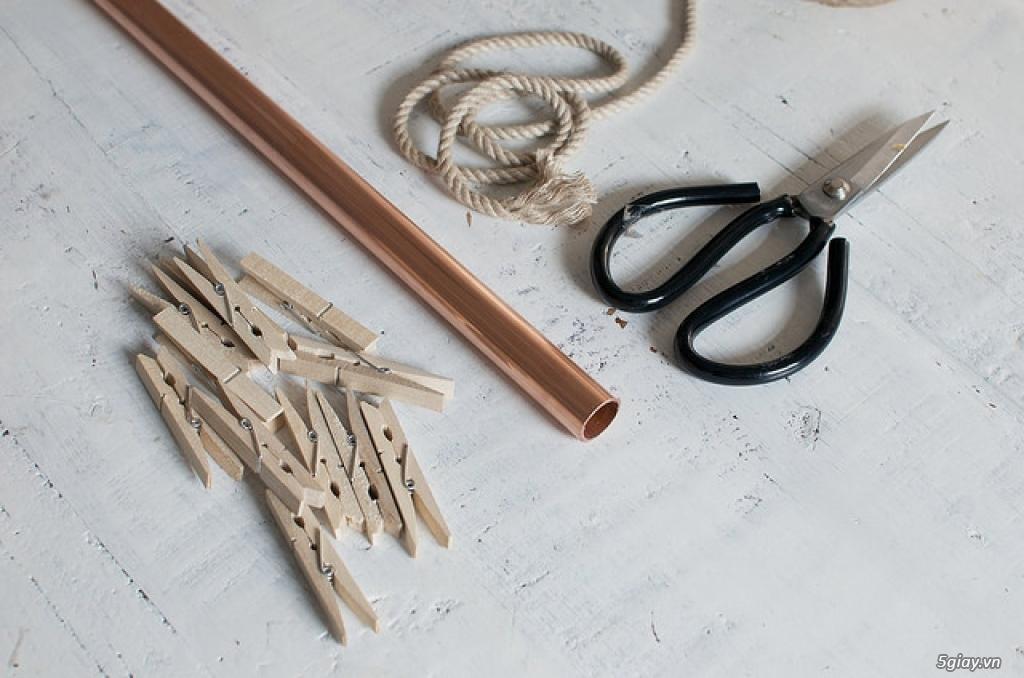 Tự chế giá treo đồ bằng ống đồng và kẹp gỗ - 212487
