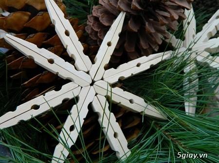 Làm bông tuyết bằng kẹp gỗ mùa Giáng sinh