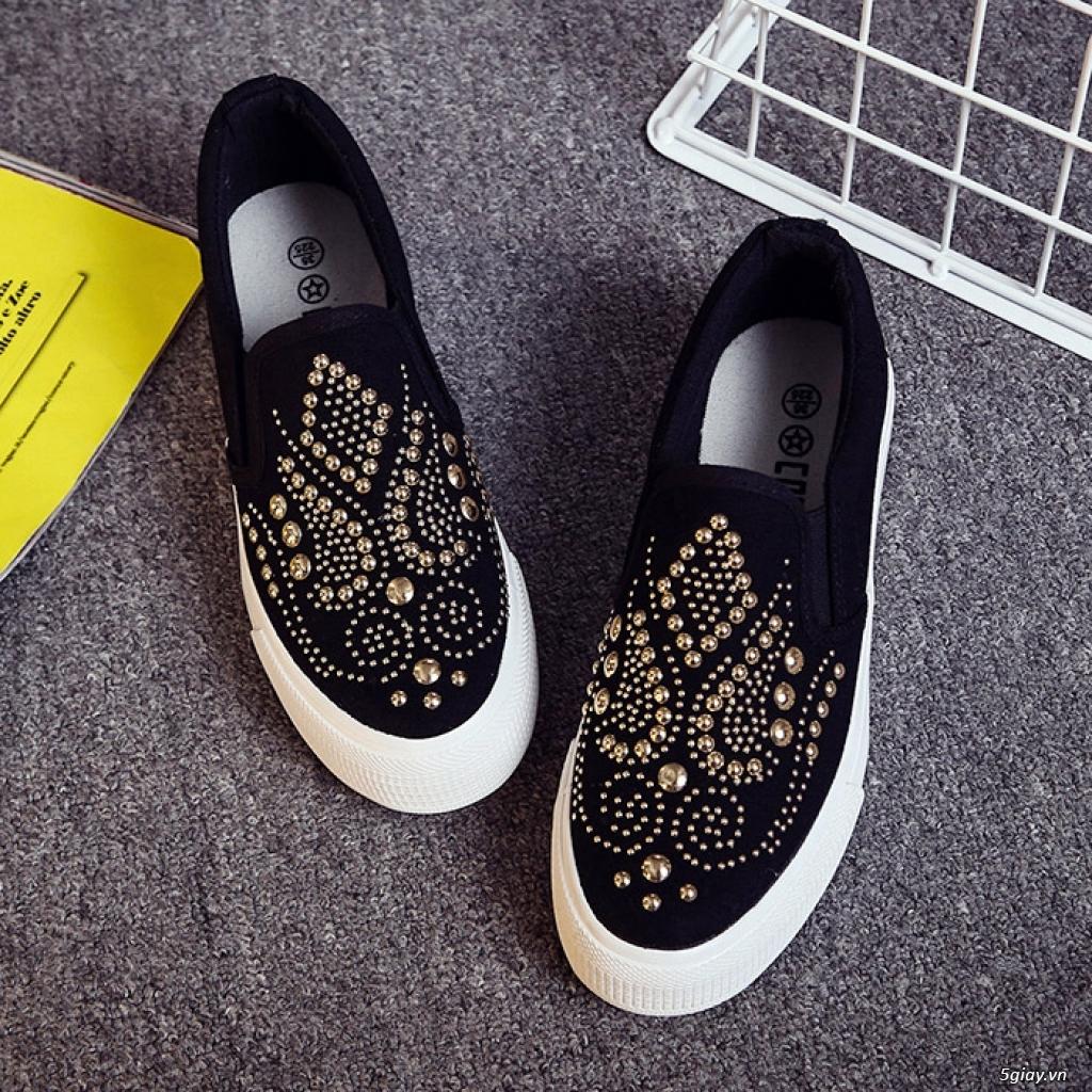 Mang giày độc mua giá mềm thể hiện cá tính.  Giá chỉ từ 150k - 450k - 3