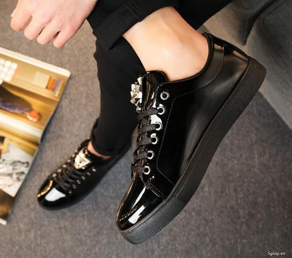 Mang giày độc mua giá mềm thể hiện cá tính.  Giá chỉ từ 150k - 450k - 2