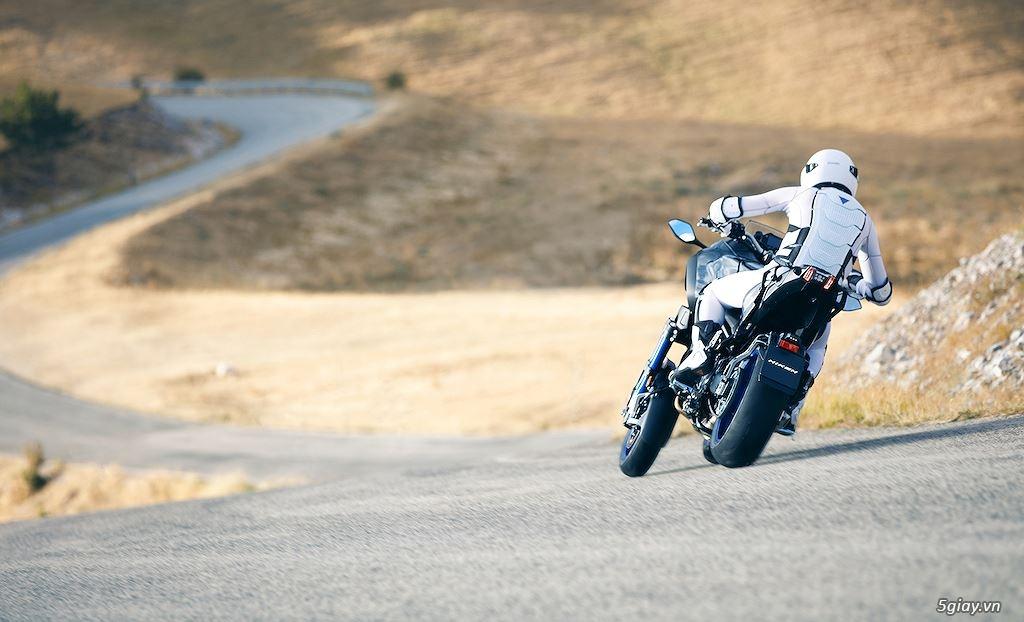 Tìm hiểu mô tô 3 bánh Yamaha Niken giá 415 triệu - 15
