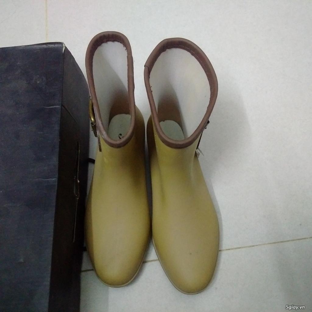 Dư đôi giày boot nữ cần đổi - 1