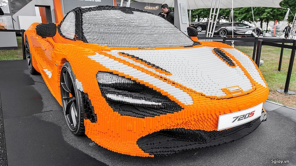 Độc đáo siêu xe McLaren 720S ghép từ Lego