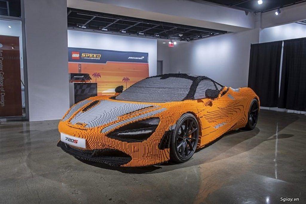Độc đáo siêu xe McLaren 720S ghép từ Lego - 1