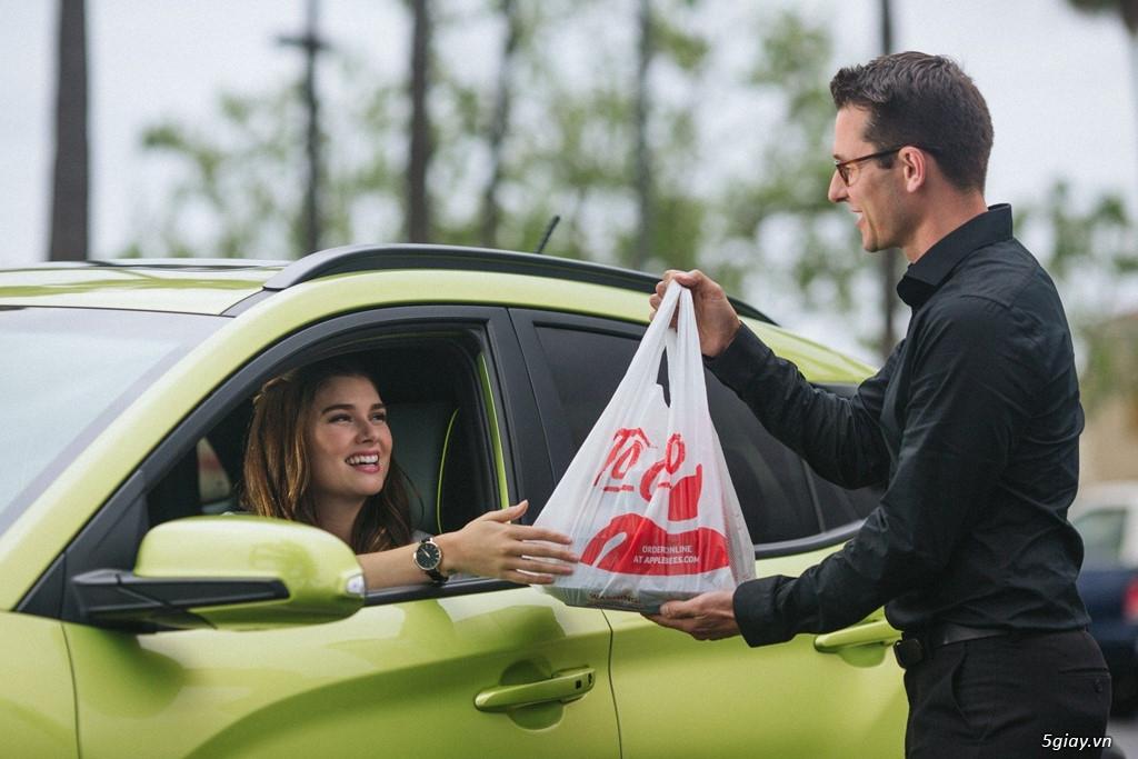 Người lái ôtô đã có thể trả tiền đổ xăng, mua đồ ăn không cần xuống xe - 7