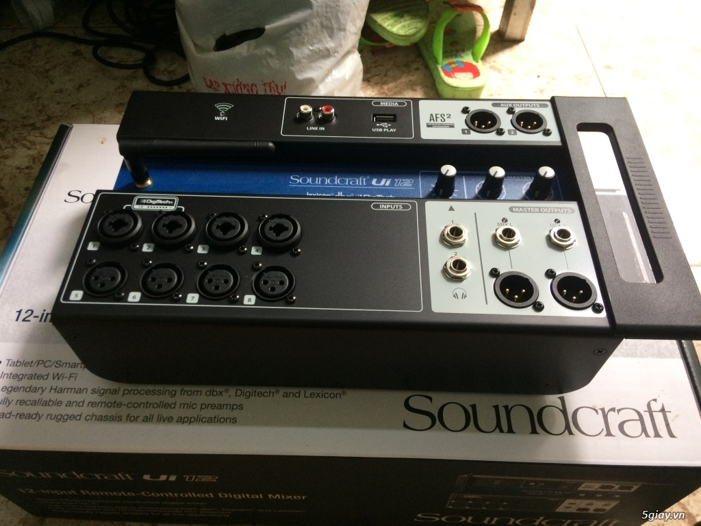 Ca hay hát nhẹ cùng mixer số Soundcraft UI 12 - 18