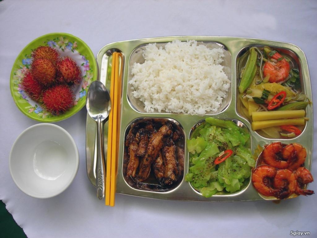 Tuyển phụ bếp, biết đứng bếp lương KĐ 6tr( bao ăn ,ở) tại Hóc Môn