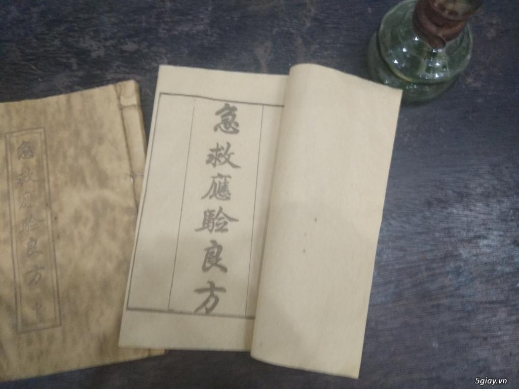 Bán vài quyển sách và tư liệu cổ
