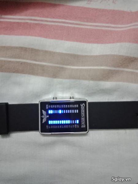 Đồng hồ diện tử đèn Led