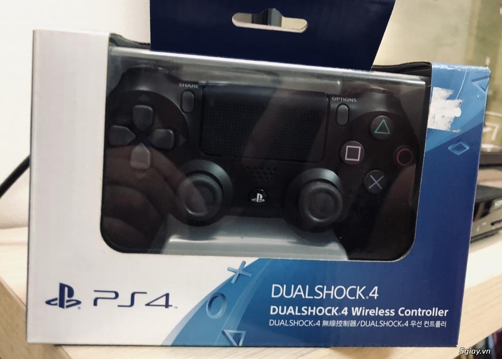 Tay cầm PS4 màu đen -  780k