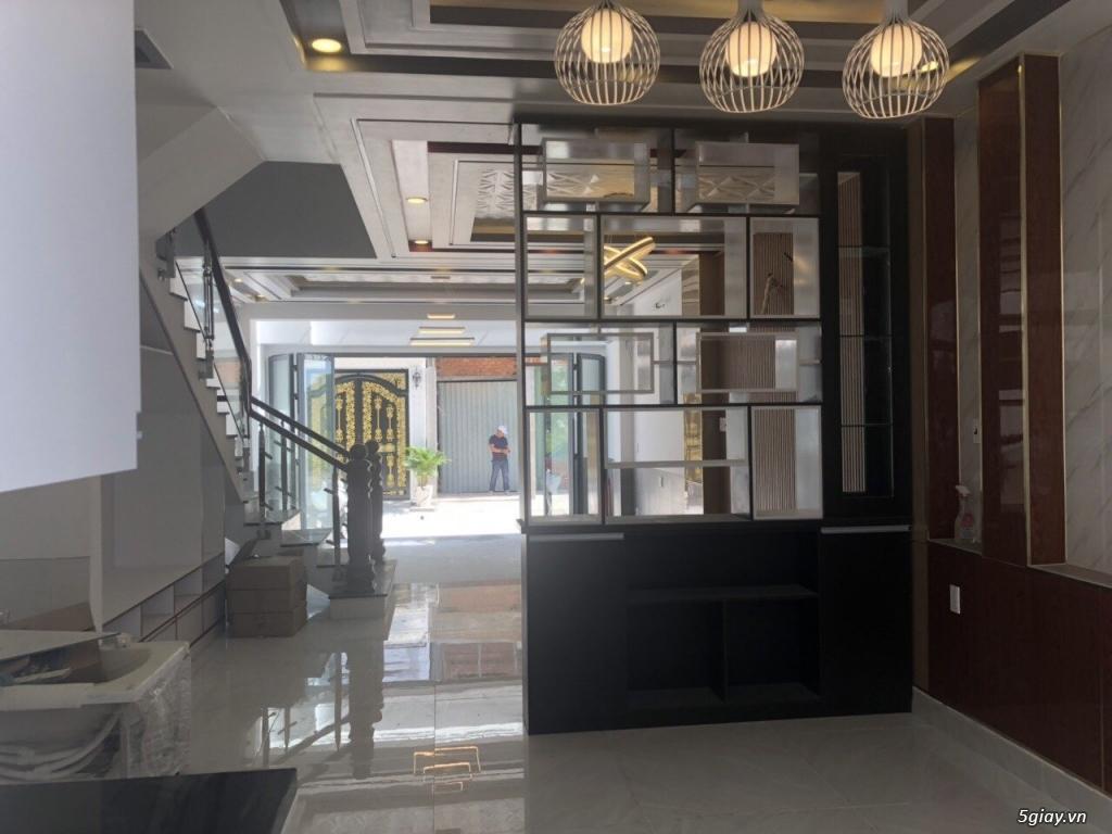 Chính chủ bán nhà 3 lầu DT 5.35 x 15m, 3 lầu, 4PN, phòng thờ, phí 2%