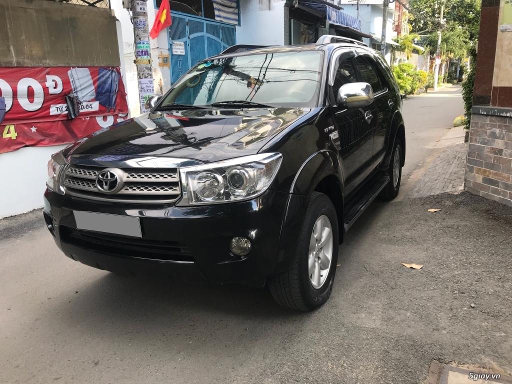 Cần bán xe Toyota Fortuner V 2011 máy xăng, số tự động - 1