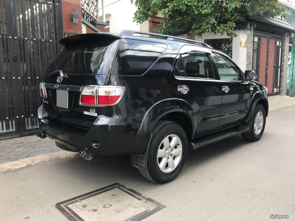 Cần bán xe Toyota Fortuner V 2011 máy xăng, số tự động - 2