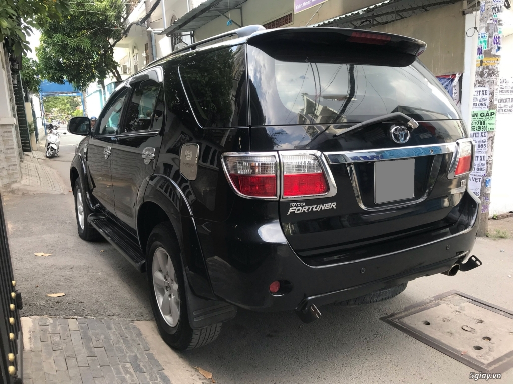 Cần bán xe Toyota Fortuner V 2011 máy xăng, số tự động - 3