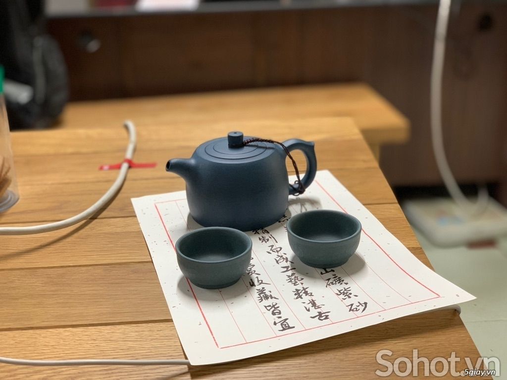 Bộ ấm trà làm từ đất sét tử sa