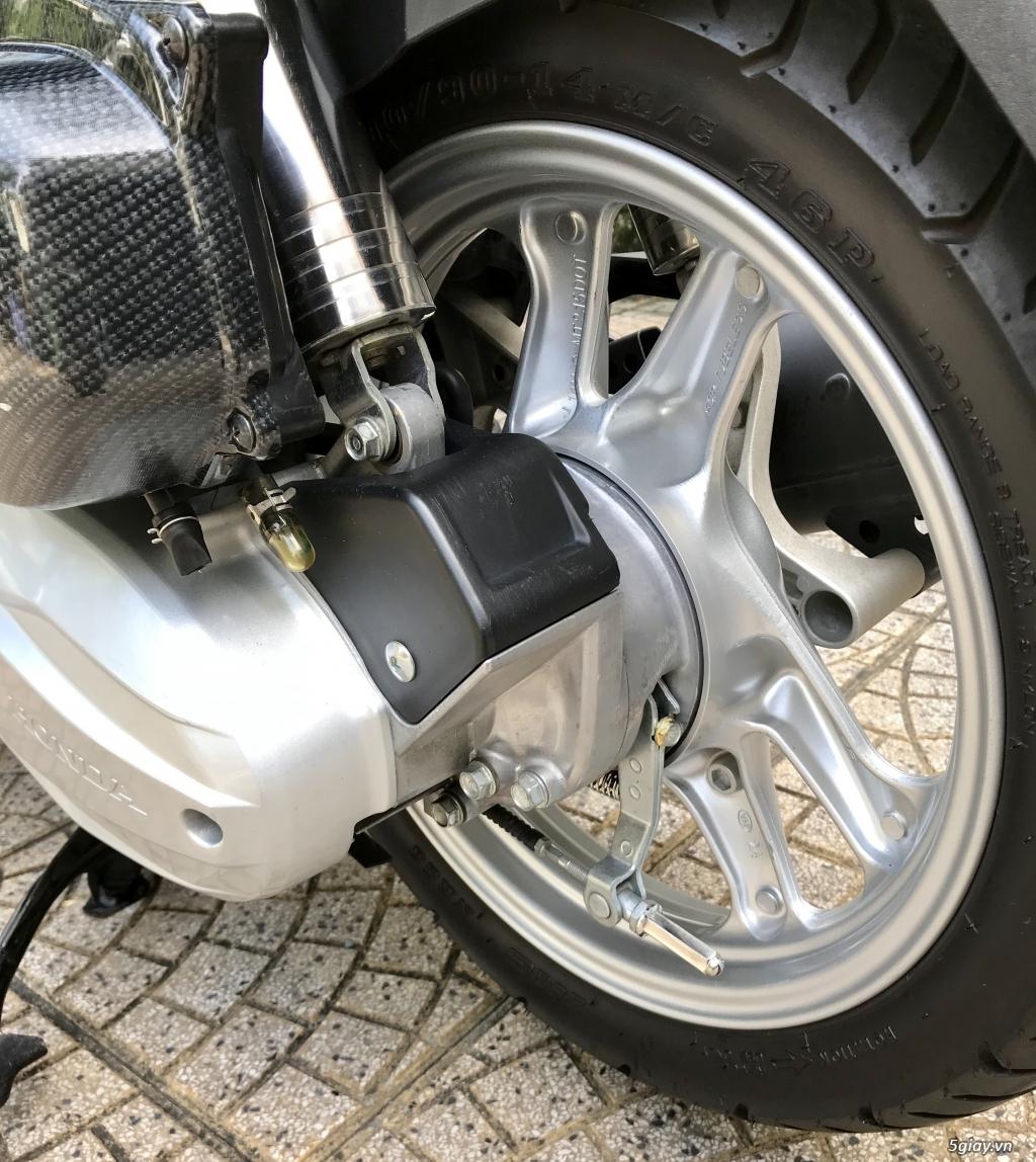 Bán xe Honda AirBlade 2017 FI 125cc, xe trùm mềm chính chủ - 4