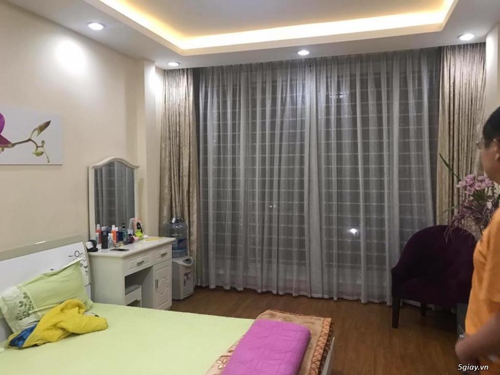 Cho thuê nhà phố Trần Quốc Hoàn, Cầu Giấy 5 tầng x 45m2