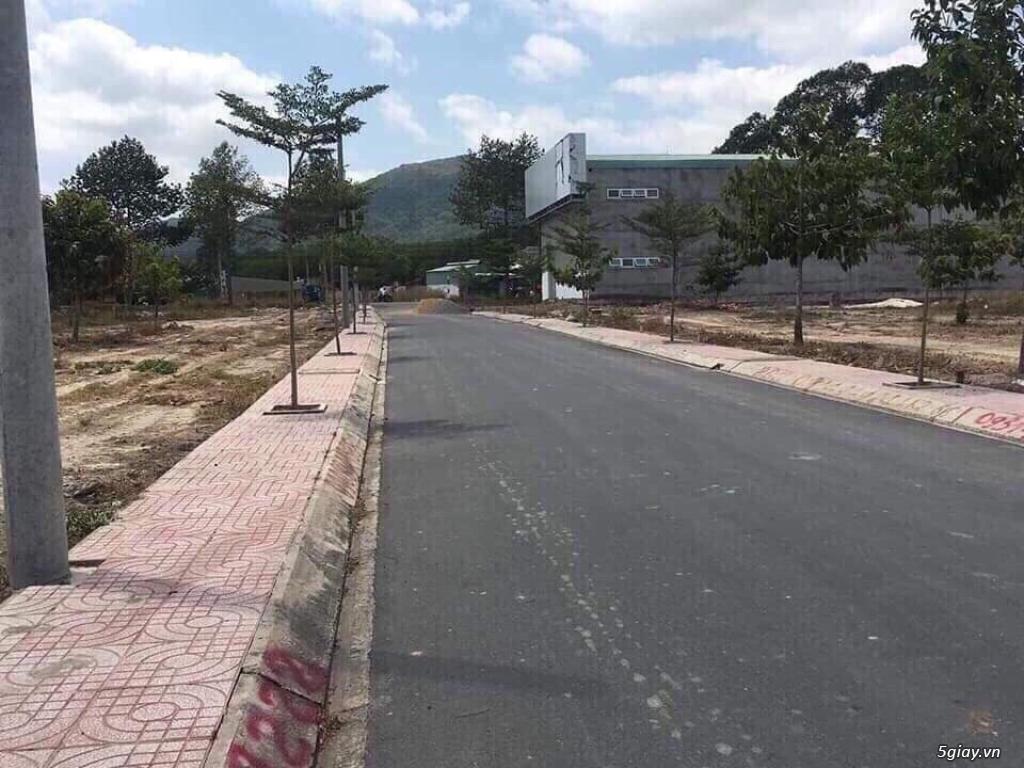 Bán 2 lô đất 330tr gần chợ tường học bệnh viện sổ riêng pháp lý dõ ràq