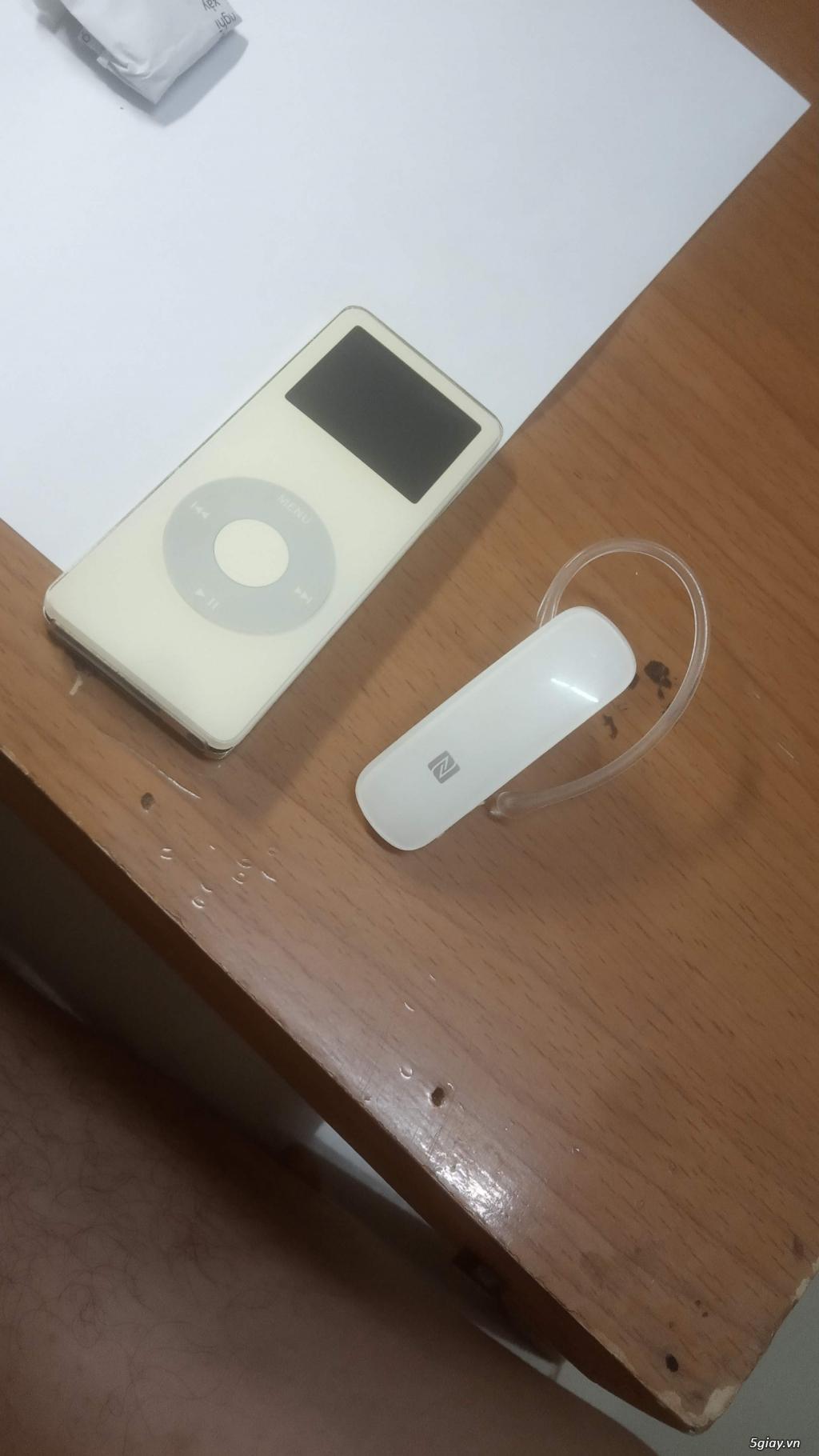 iPod nano gen 1 và tai bluetooth cho dân sưu tầm