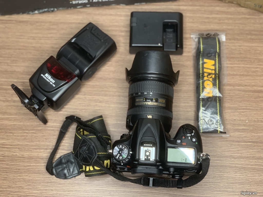 Nikon D7200 + lens 16-85 + đèn SB 700