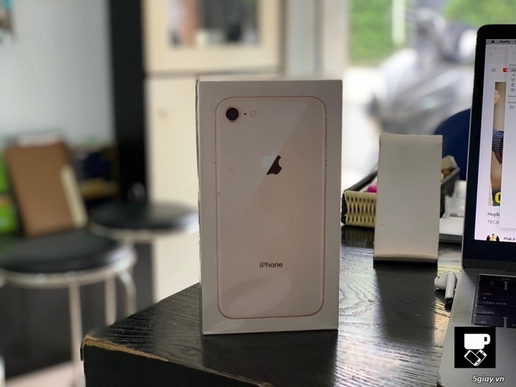IPhone 8 64GB Gold Lock Seal active 6/6/2019