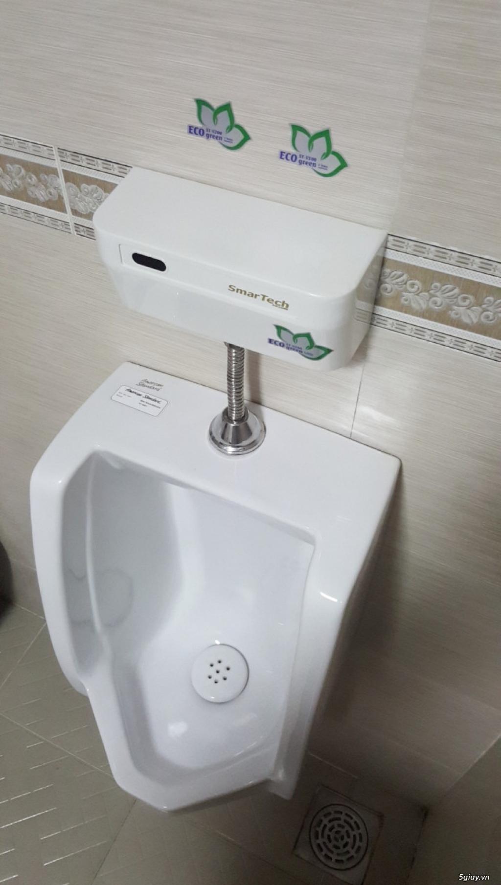 van xã tiểu cảm ứng smartech vệ sinh nhanh tiết kiệm nước