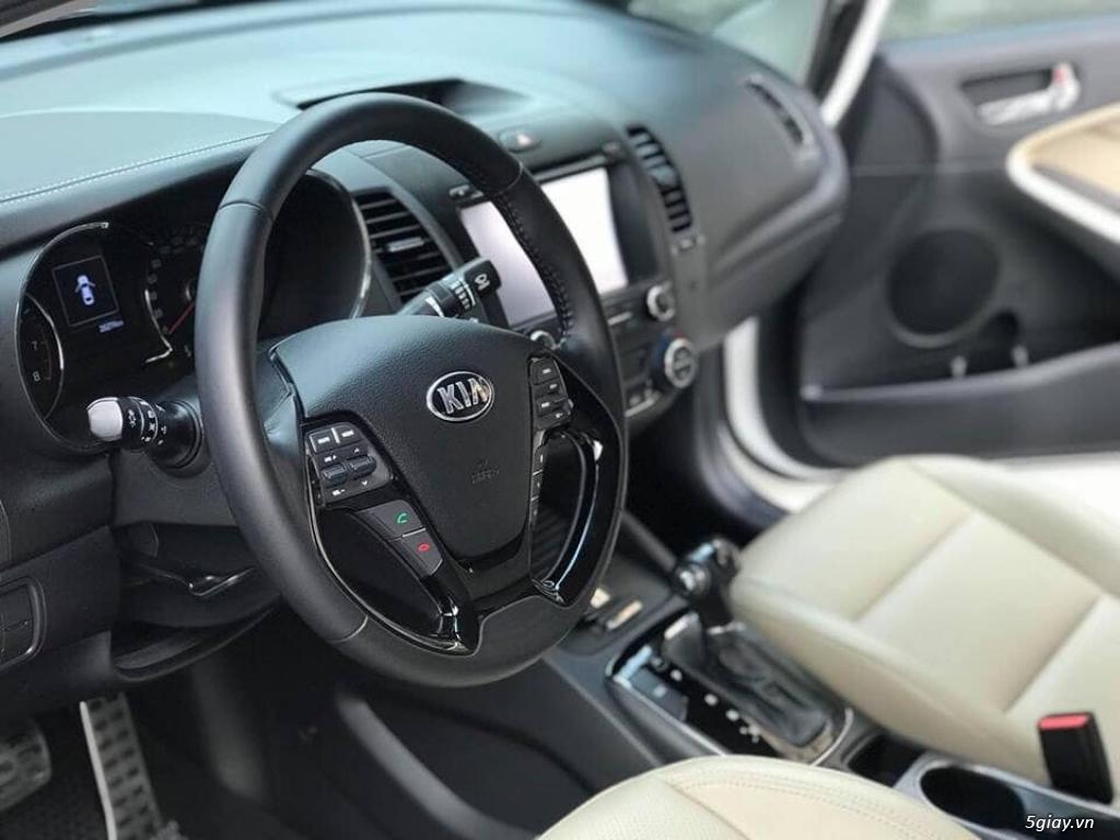 Cần bán xe Kia Cerato 2017 số tự động màu trắng - 3