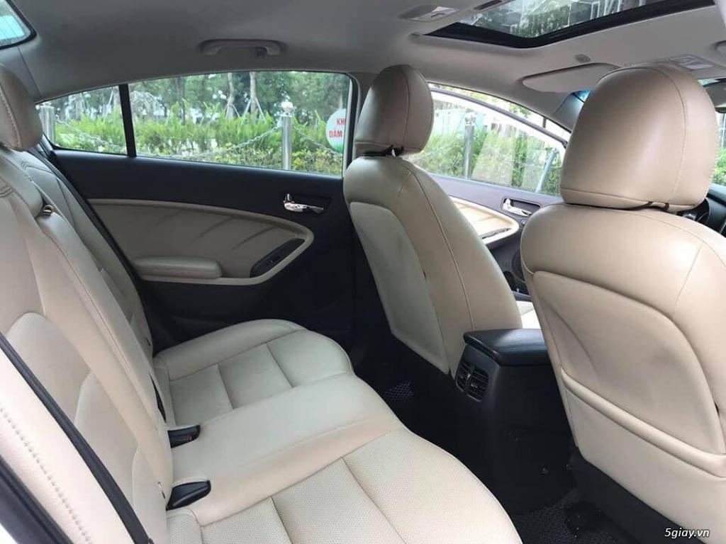Cần bán xe Kia Cerato 2017 số tự động màu trắng - 4