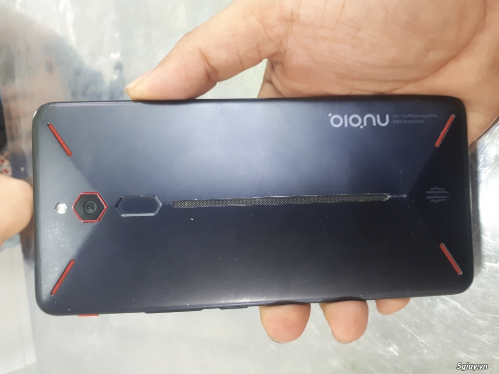 Zte Nubia Red Magic giá ve chai